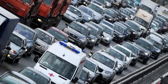 Омбудсмен Шишлов призвал минимизировать перекрытие дорог для кортежей