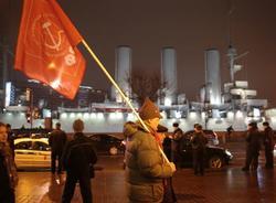 """Члены КПРФ провели несогласованную акцию у крейсера """"Аврора"""""""