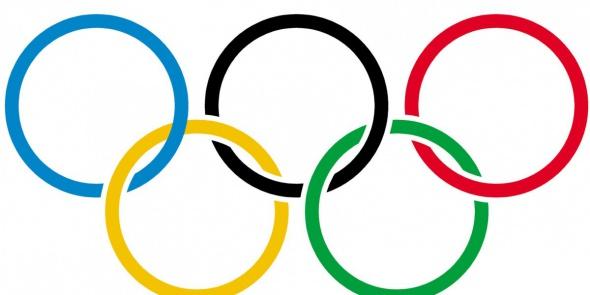 По Петербургу начинает курсировать олимпийский трамвай