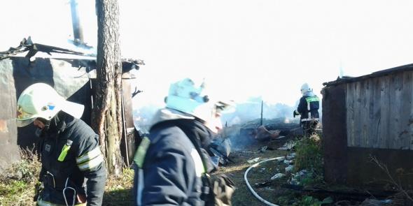 На месте пожара в Невском районе разбираются завалы