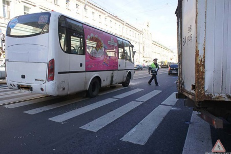 На Комсомольской улице столкнулись маршрутка и легковушка