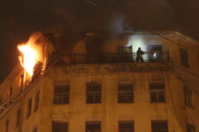 Из-за пожара на Дачном проспете эвакуировали 20 человек