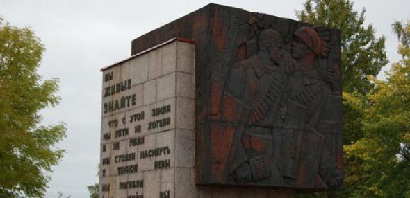 Администрация Ленобласти приказала снести памятник советским солдатам