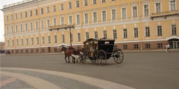 На Дворцовой набережной карета сбила пешехода
