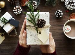 Эксперты выяснили, сколько россияне потратят на Новый год и какие подарки хотят получить