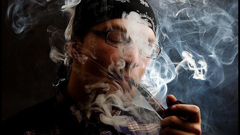 На улице Ленсовета ликвидировали точку продажи курительных смесей