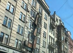 Картина дня: парад Победы и рухнувшие балконы на Кирочной