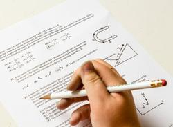 В Петербурге штрафуют выпускников за списывание на экзаменах