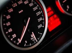 Вечером 14 мая на дорогах Петербурга образовались 8-балльные пробки
