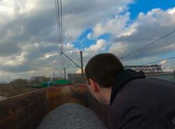 Петербургские руферы незаконно прокатились на крыше товарного поезда