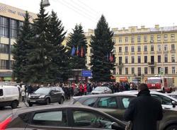 Картина дня: волна эвакуаций в Петербурге и смерть Карла Лагерфельда