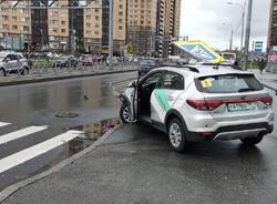 В Выборгском районе каршеринговый автомобиль наехал на пешеходов