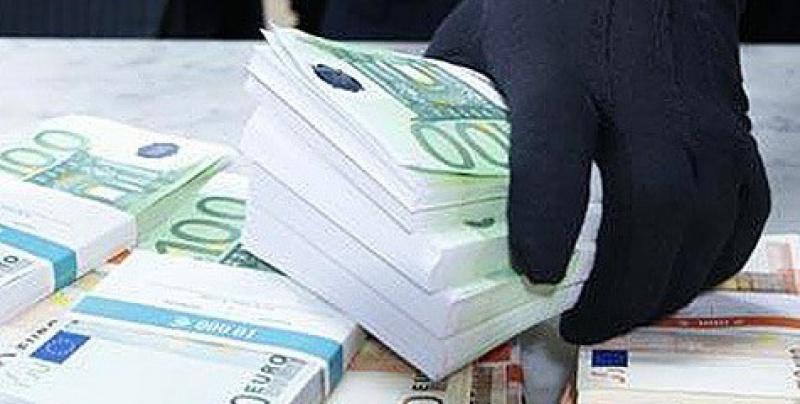 Петербургский чиновник по вине воров лишился миллиона рублей