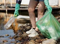 К Петербуржцам обратились с просьбой помочь в очищении реки Новая