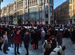 Картина дня: эвакуация школ и ТЦ в Петербурге и ремонт дорог