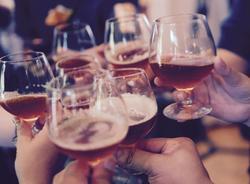 Продажу спиртных напитков  в России в Новый Год планируют ограничить