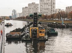 Впервые за 15 лет русло реки Смоленки расчистили