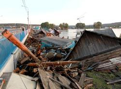 Картина дня: наводнение в Иркутской области и сбои в работе WhatsApp и Facebook