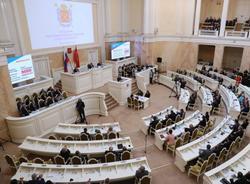 Картина дня: снижение доходов петербуржцев, изменения в расписании «Ласточек» и пожар в Петербурге