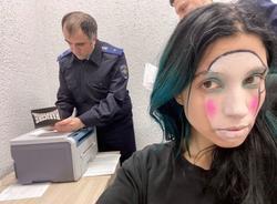 Картина дня: задержание участницы Pussy Riot и приговор для экс-полицейских