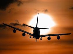 Впассажирский самолет ударила молния при посадке вПулково